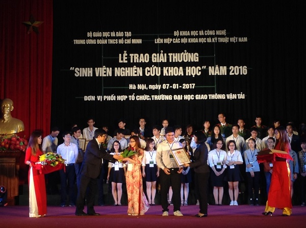 TNU University of Sciences' students were awarded Certificate of Merit from Ho Chi Minh Communist Youth Union.